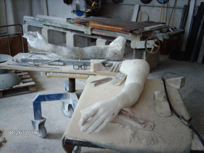 La statue du Grand Théâtre a retrouvé sa main